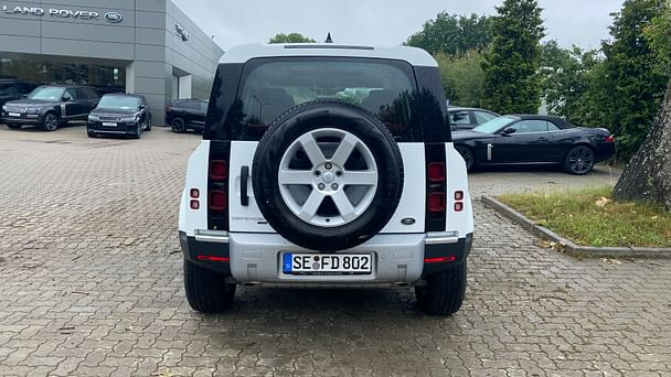 Land-Rover Defender 110 802 mit Audio-/iPod-Zugang