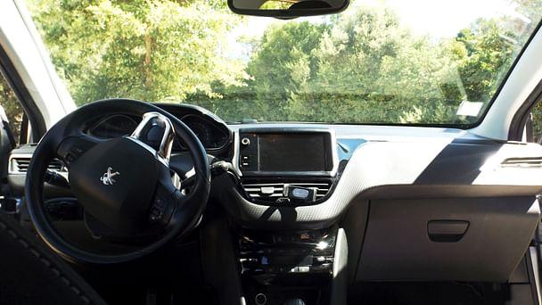 Peugeot 208 Allure avec Entrée audio / iPod