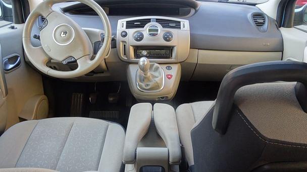Renault Scénic avec Siège bébé