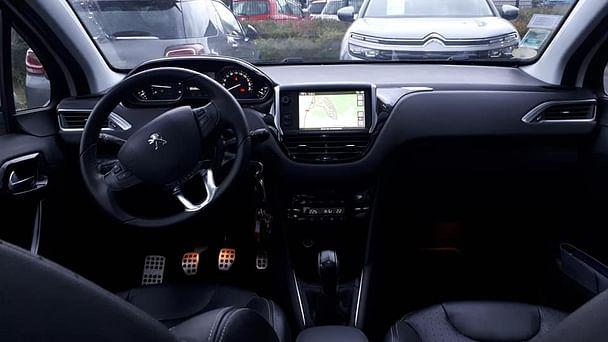 Peugeot 208 1.6L HDI 92CV FELINE 5 PORTES DIESEL avec Entrée audio / iPod