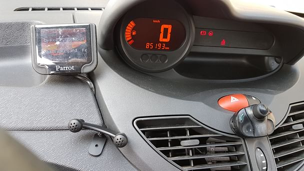 Renault Twingo Gare - Arrêt Voltaire Tram L3 - Bluetooth