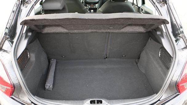 Peugeot 208 Bld Austrasie proche tram avec Entrée audio / iPod