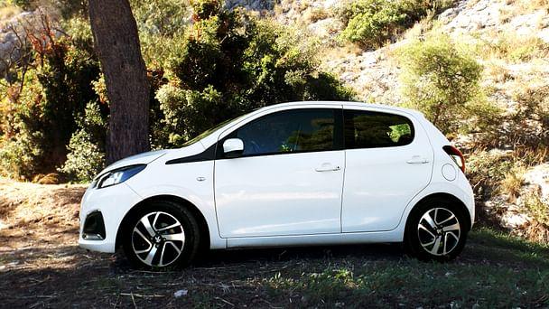 Peugeot 108 PureTech*clim*bluetooth*Parking Cinq Avenues Longchamps avec Régulateur de vitesse